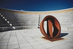 A sculpture by Nigel Hall in the Amphitheatre at Saïd Business School in Oxford.