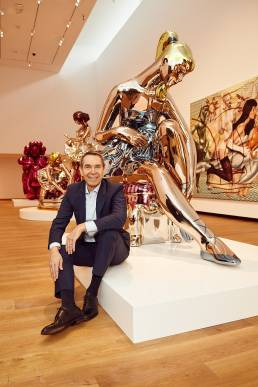 Artist Jeff Koons with his work at the Ashmolean Museum in Oxford